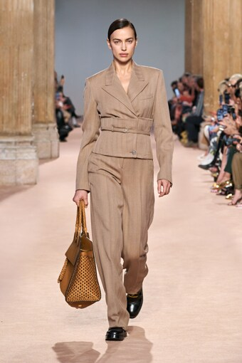 ferragamo sfilata mfw beyond the magazine